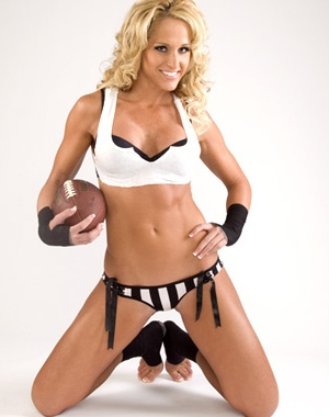 Michelle McCool has sexy feet and can write with them